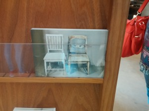 """""""Foto utav ett vykort som är ett foto utav en tavla som är inspirerad av en annons på blocket som använder ett foto utav ett par stolar"""" - Christian Sihvo"""