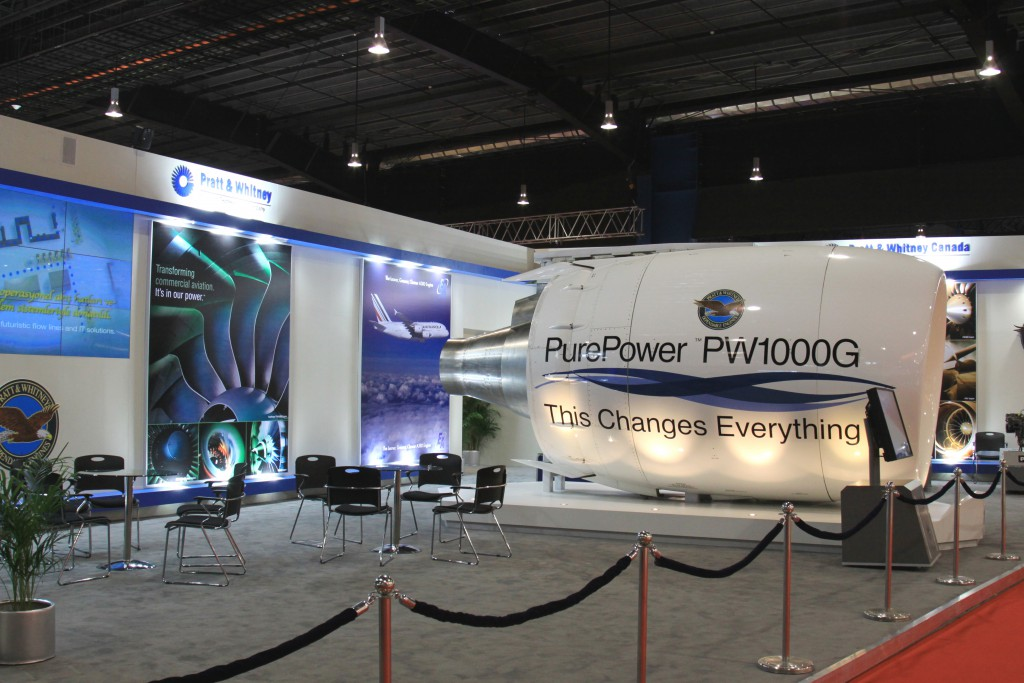 """Pratt & Whitneys nya """"lilla"""" motor är inte så liten på nära håll (Singapore Airshow 2010)"""